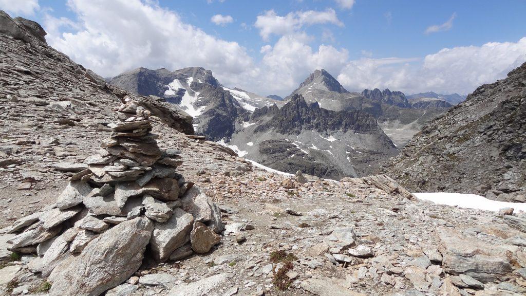 Depuis le col, versant français : la Pointe d'Ambin, la pointe du Sommeillier, le Grand Cordonnier, l'aiguille de Scolette