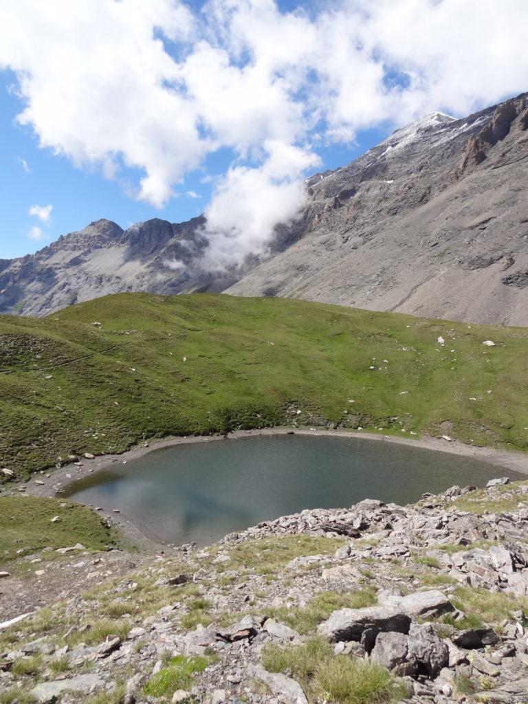 Il est possible de poursuivre le sentier pour s'approcher du glacier du Lamet, en comptant 1 heure supplémentaire
